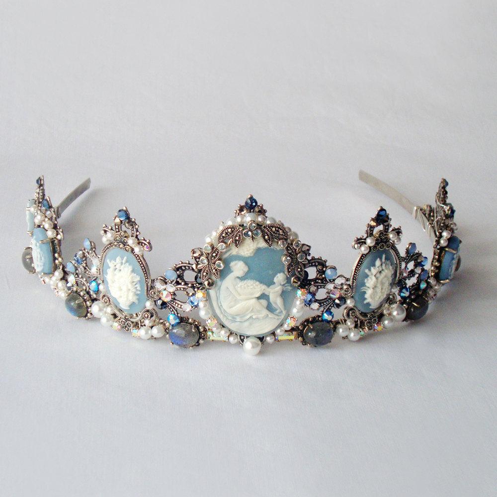 Something-blue-wedding-inspiration-bridal-style-spotting-tiara.full