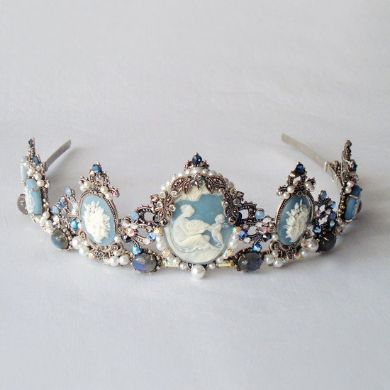 something blue wedding inspiration bridal style spotting tiara