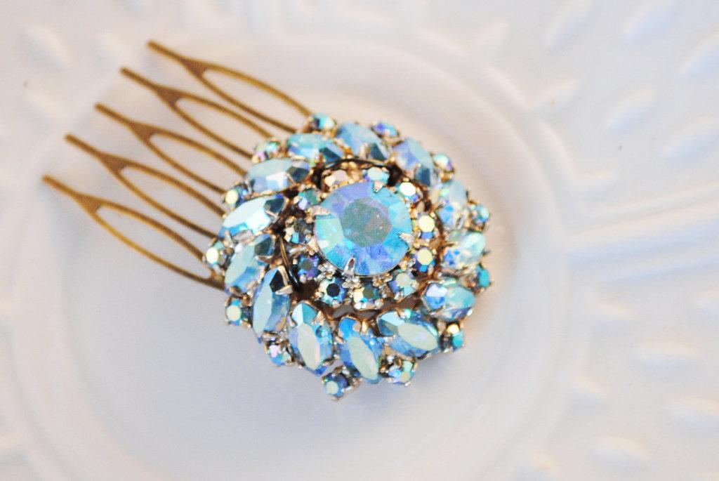 Something-blue-wedding-inspiration-bridal-style-spotting-hair-comb.full