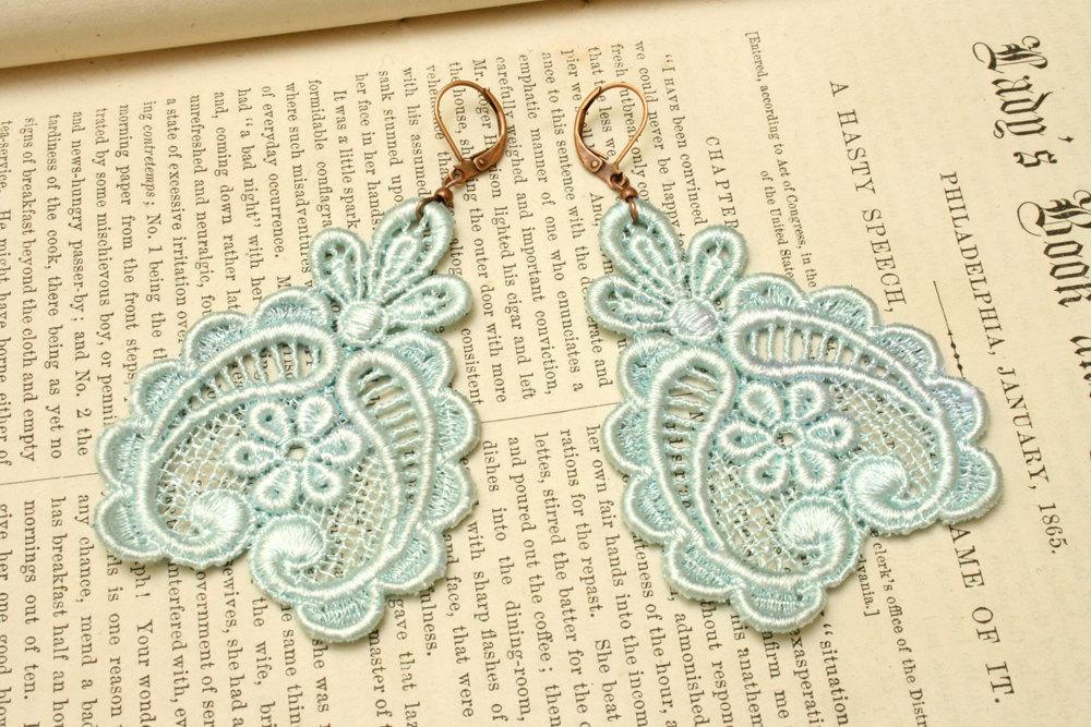 Something-blue-wedding-inspiration-bridal-style-spotting-lace-earrings.full