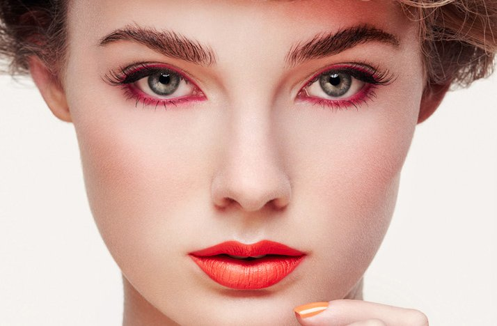 Bridal-beauty-inspiration-wedding-hair-makeup-bold-red-lips-eyeliner.full