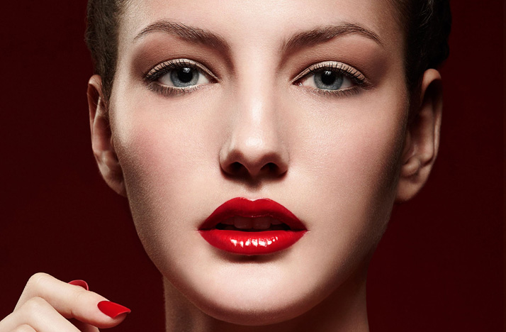 Gorgeous-bridal-makeup-wedding-beauty-ideas-glam-retro-bride-red-lips.original
