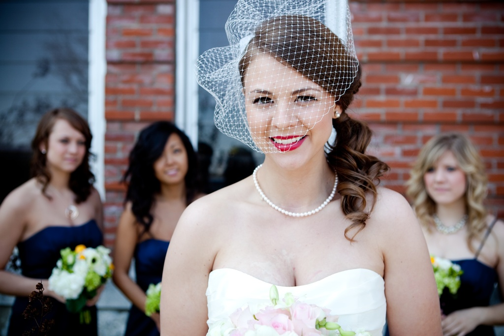 Bridal-beauty-inspiration-red-lips-wedding-makeup-vintage-bride.full