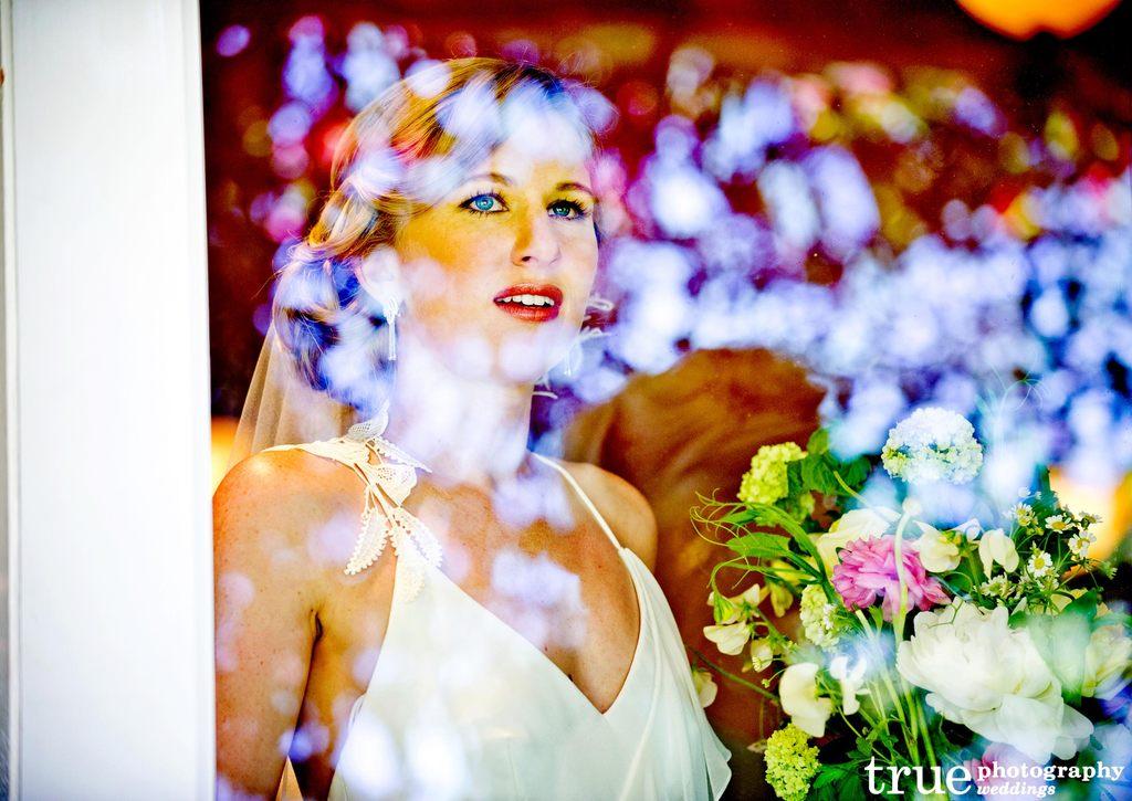 Bridal-beauty-inspiration-red-lips-wedding-makeup-9.full