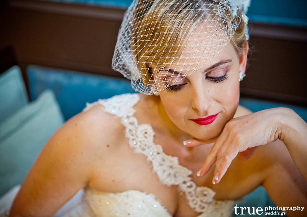 Bridal-beauty-inspiration-red-lips-wedding-makeup-8.full