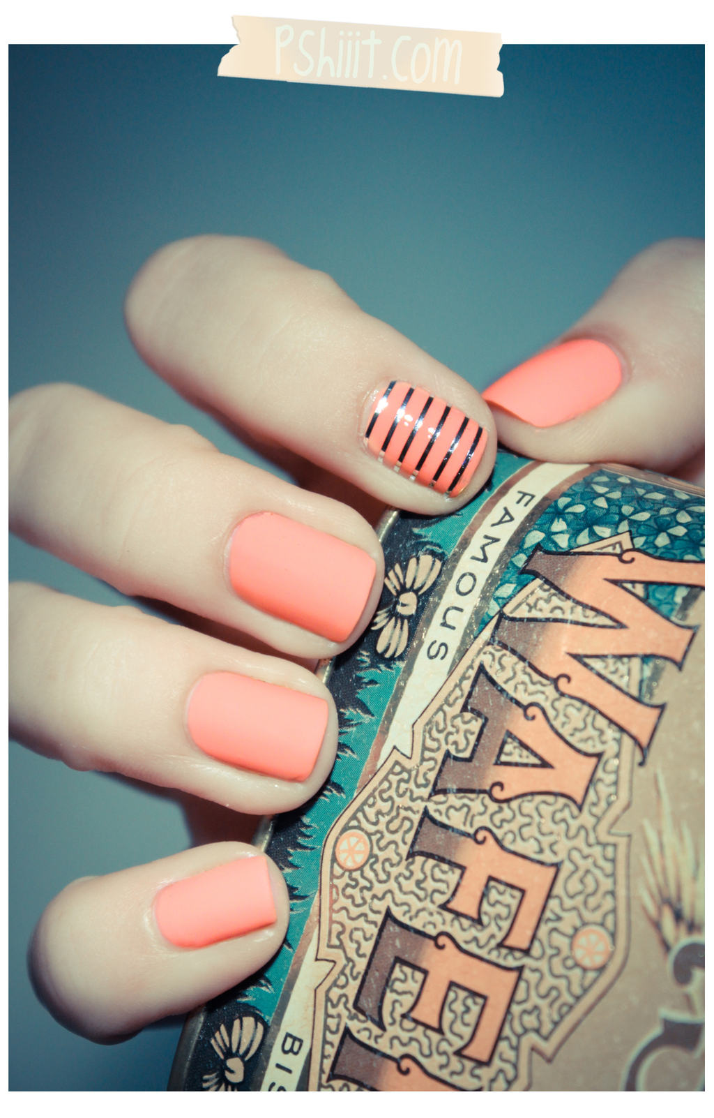 Coral-silver-wedding-manicure.full