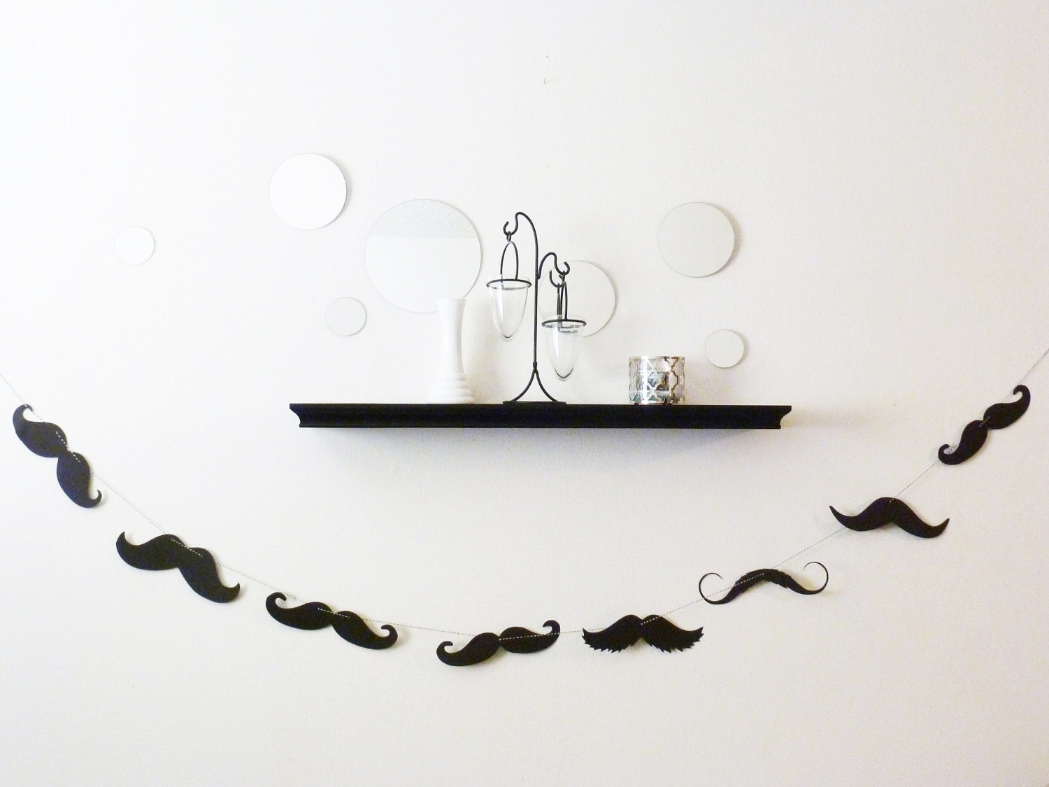 Fun-wedding-details-for-the-reception-mustache-theme-wedding-finds-modern-garland.original