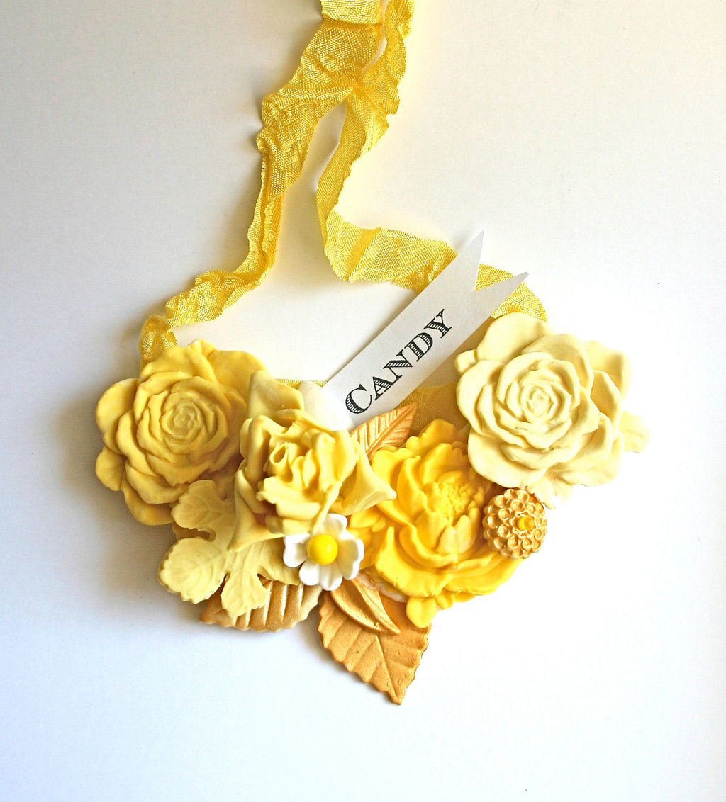 Sweet-wedding-finds-yellow-candy-bridal-necklace.full