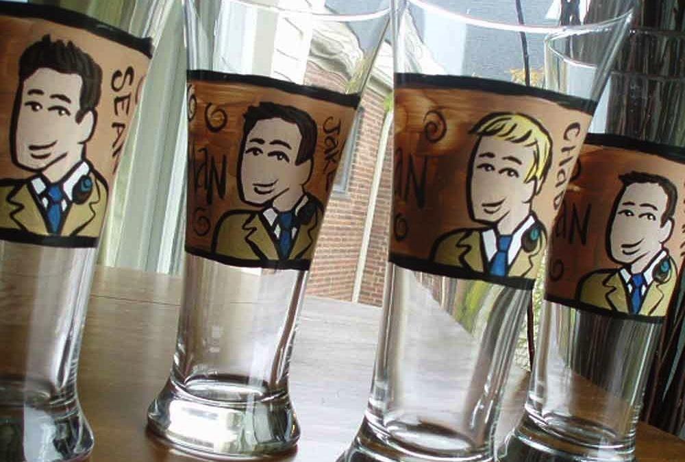 Rad-wedding-gifts-for-groomsmen-best-man-handpainted-glasses-2.full