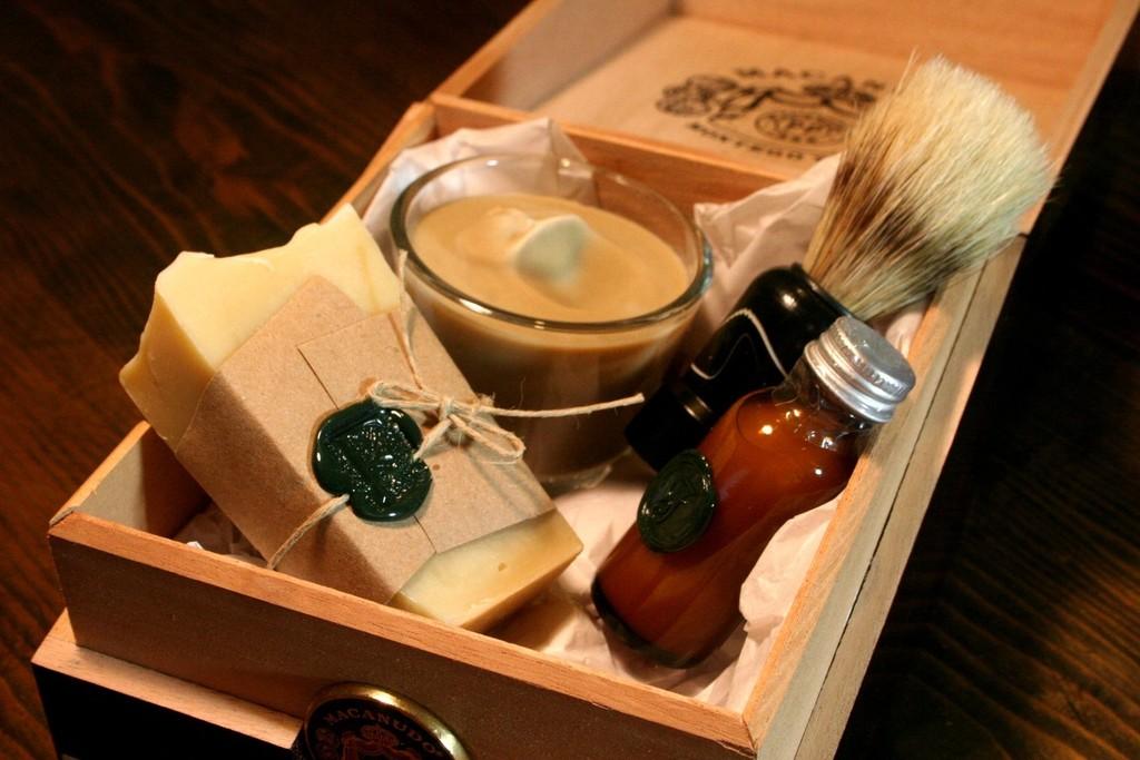 rad wedding gifts for groomsmen best man shaving kit 2