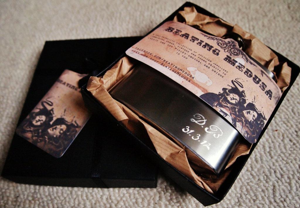 Rad-wedding-gifts-for-groomsmen-best-man-antique-flasks.full