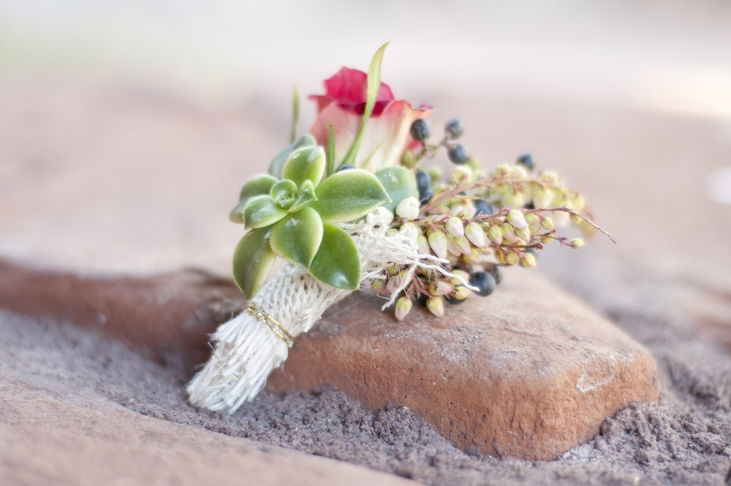 Parisian-romance-wedding-inspiration-handmade-weddings-amelie-theme-boutonniere.full