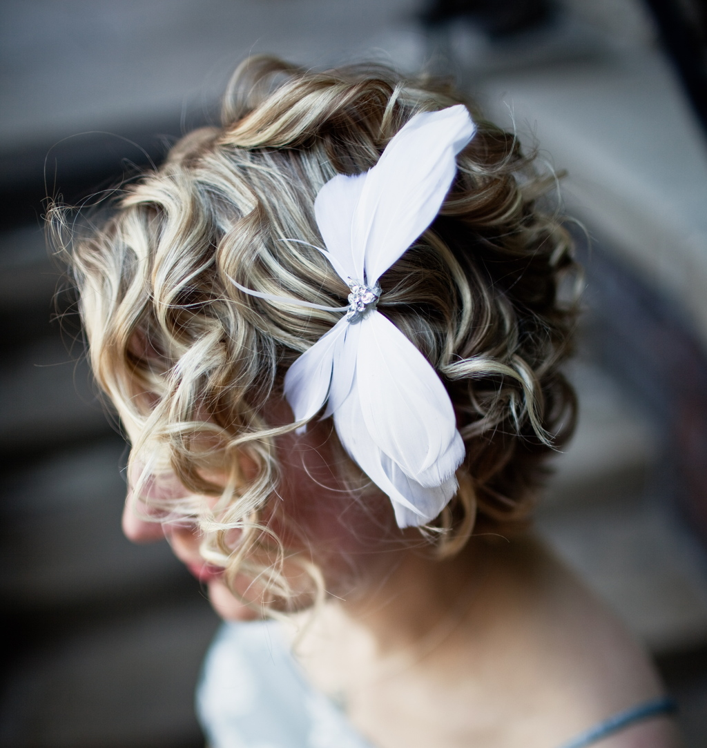10-gorgeous-bridal-veils-wedding-hair-accessories-bethany-lorelle-feather-bow.full