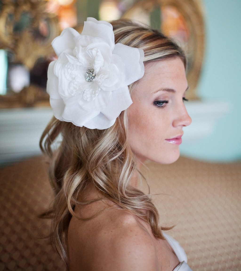 10 gorgeous bridal veils wedding hair accessories bethany lorelle 10 gorgeous bridal veils wedding hair accessories bethany lorelle oversize hair flower junglespirit Image collections