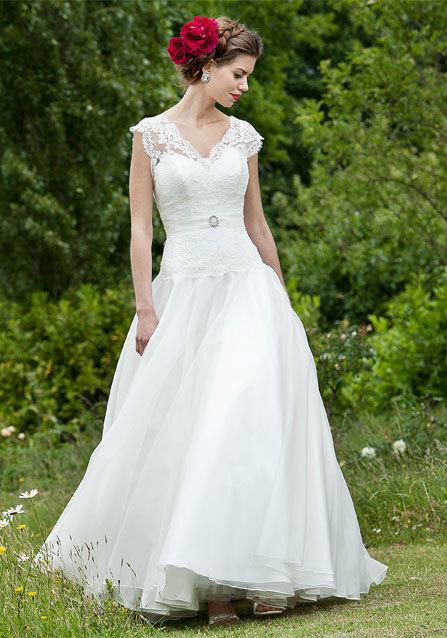 2013-wedding-dress-lyn-ashworth-bridal-gowns-5.full