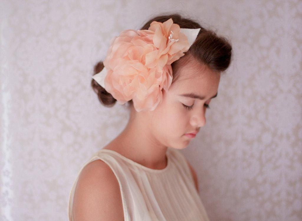 Peach-wedding-pretties-for-romantic-weddings-flower-girl-accessory.full