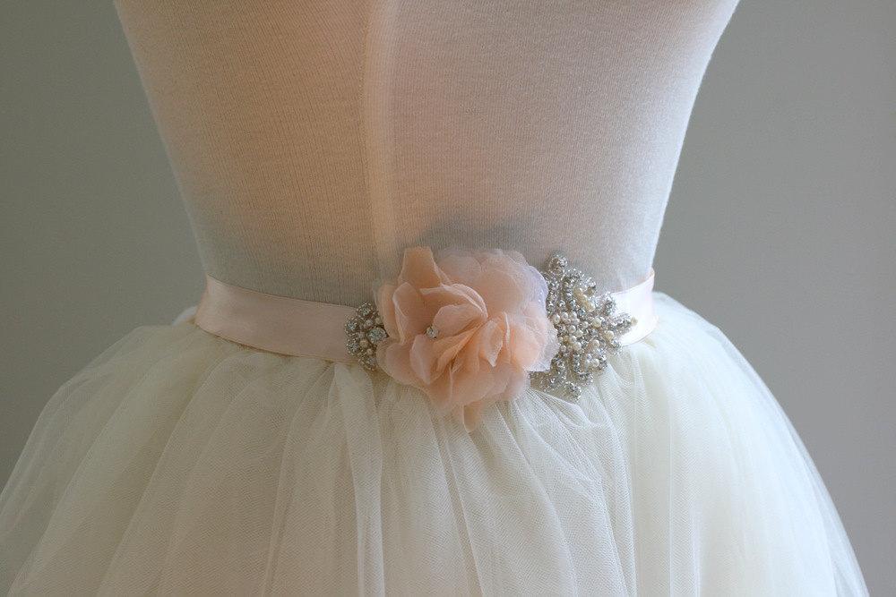 Peach-wedding-pretties-for-romantic-weddings-elegant-bridal-sash.full