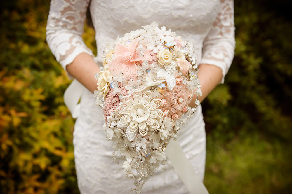 Peach-wedding-pretties-for-romantic-weddings-brooch-button-bouquet.full