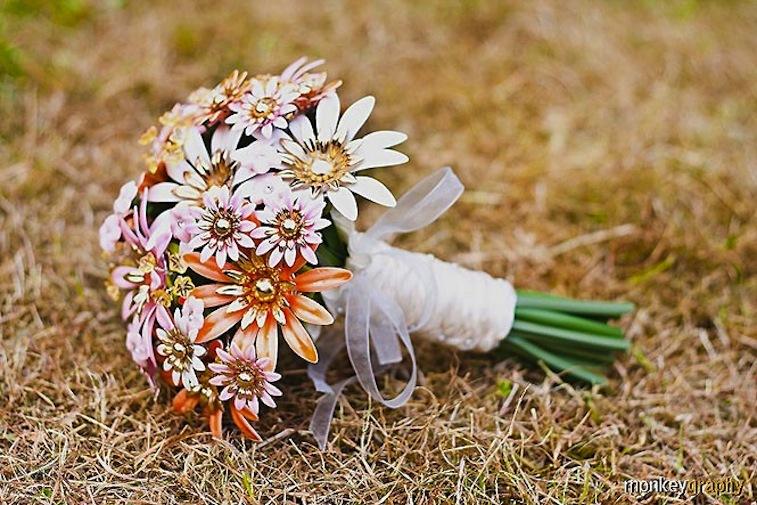 Peach-wedding-pretties-for-romantic-weddings-brooch-bouquet.full