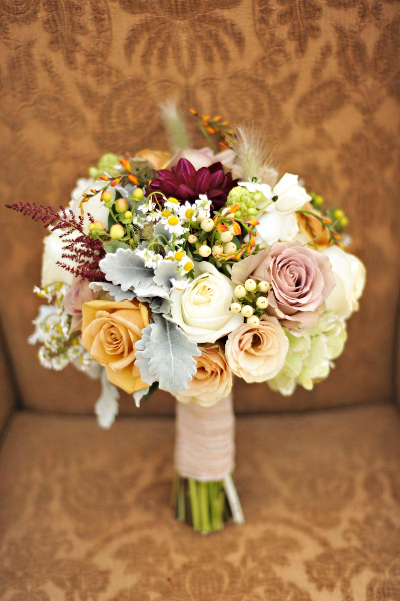 rustic luxe wedding theme elegant bridal bouquet