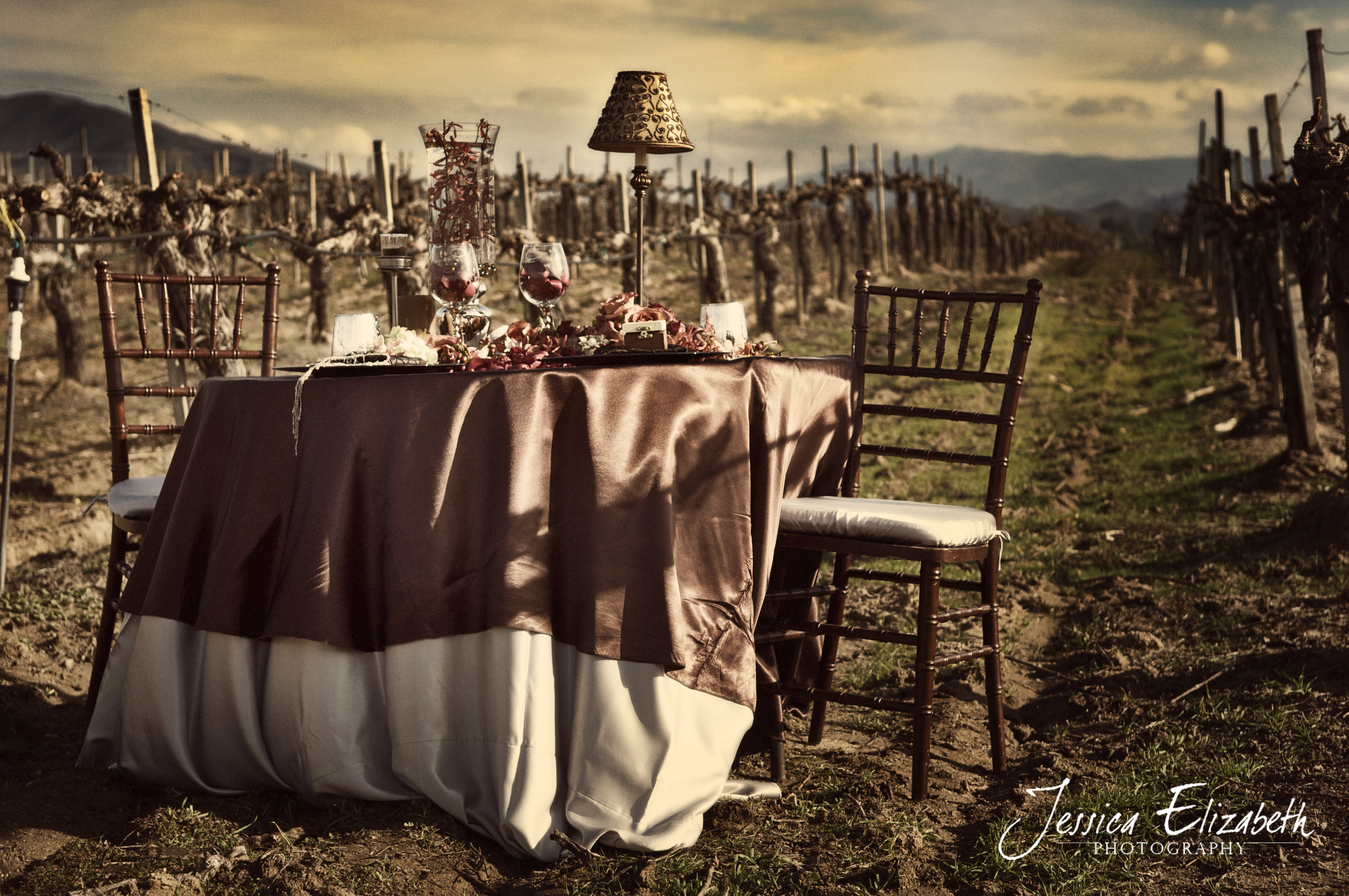 Rustic-luxe-wedding-inspiration-elegant-glam-wedding-theme-tablescape.original