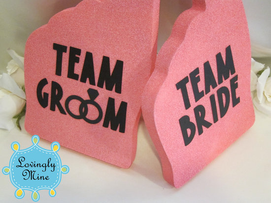 fun wedding finds foam fingers
