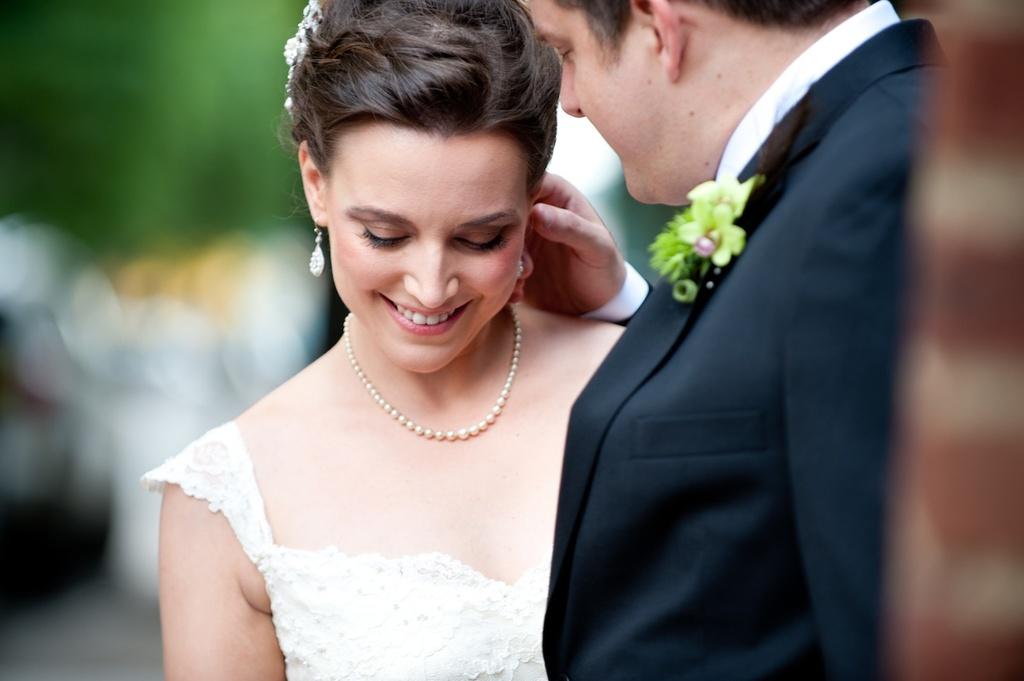 Elegant-real-wedding-with-vintage-inspired-details-1.full