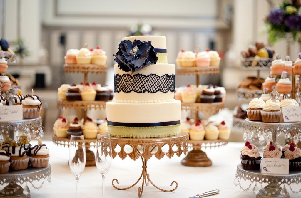 Wedding-photography-sneak-peek-elegant-real-wedding-lace-embellished-wedding-cake.full