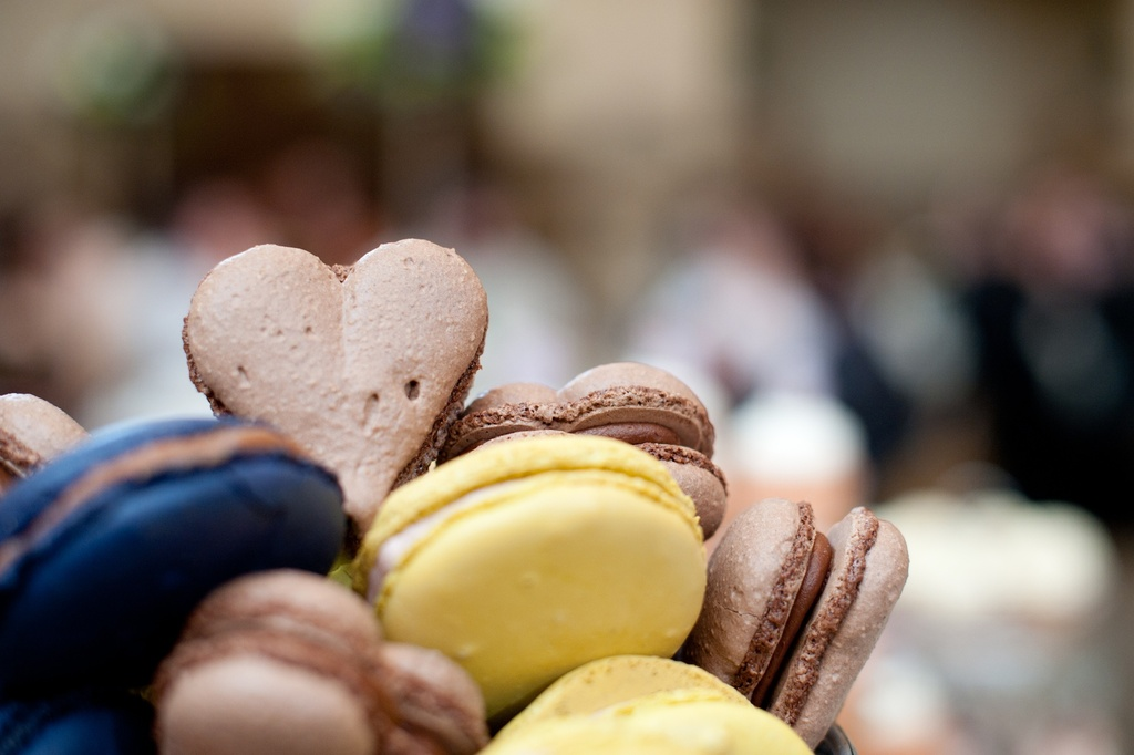 Wedding-photography-sneak-peek-elegant-real-wedding-macarons-2.full