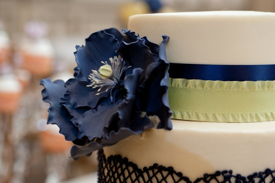 wedding photography sneak peek elegant real wedding white navy sage wedding cake