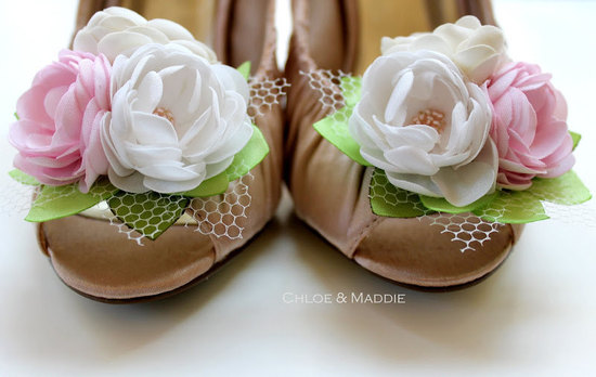 pretty little wedding shoe clips fun affordable bridal accessories 13