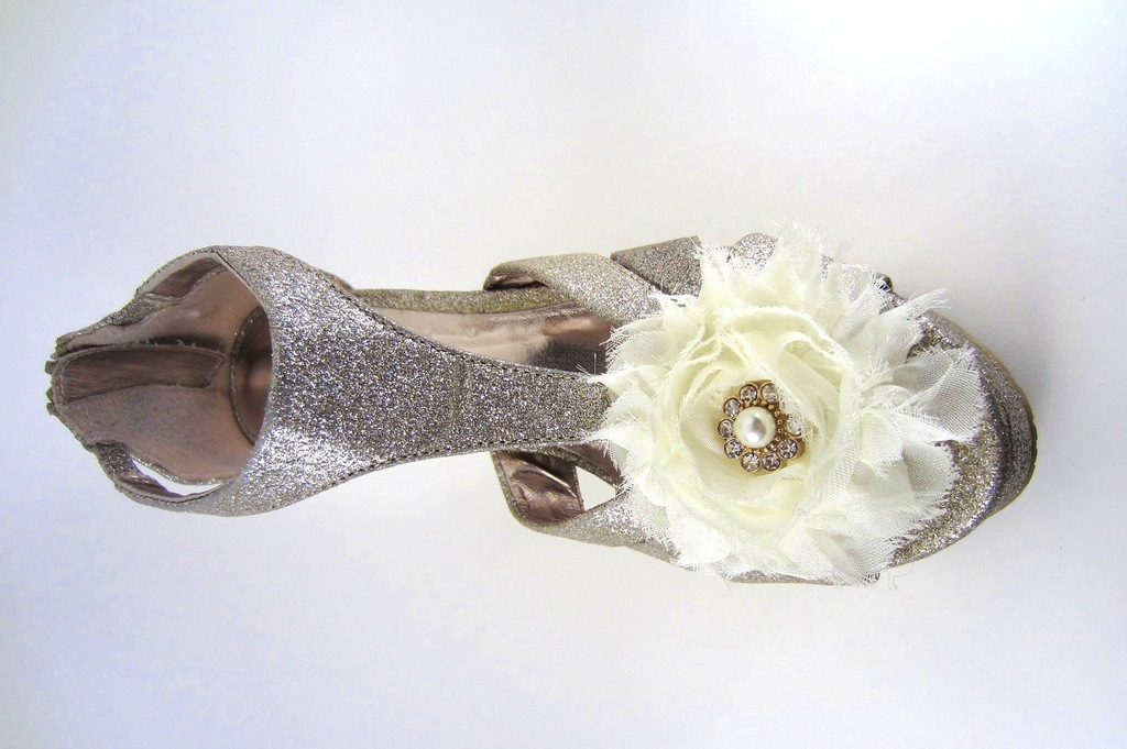 Pretty-little-wedding-shoe-clips-fun-affordable-bridal-accessories-9.full
