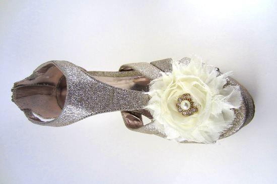 pretty little wedding shoe clips fun affordable bridal accessories 9