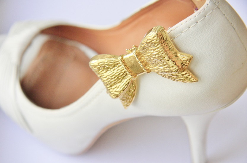9d7439f5722b pretty little wedding shoe clips fun affordable bridal accessories gold bow