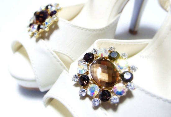 pretty little wedding shoe clips fun affordable bridal accessories 8