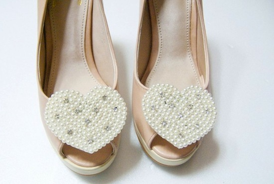 pretty little wedding shoe clips fun affordable bridal accessories 6