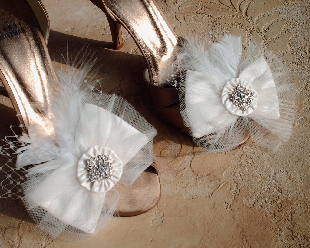 pretty little wedding shoe clips fun affordable bridal accessories 5