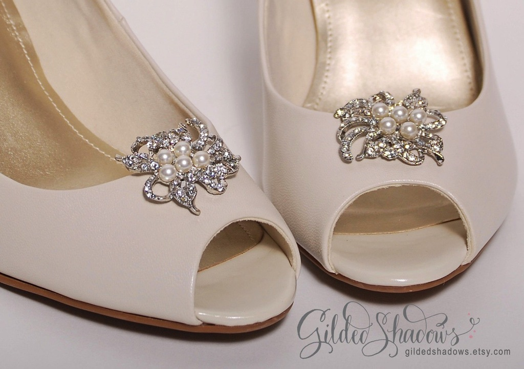 pretty little wedding shoe clips fun affordable bridal accessories pearls