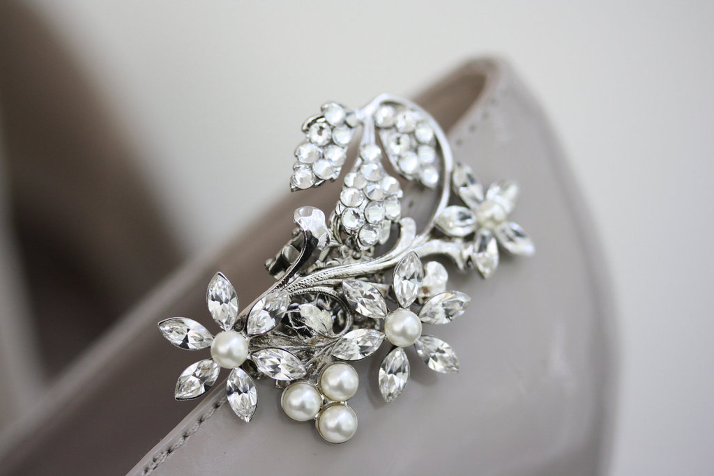 Pretty-little-wedding-shoe-clips-fun-affordable-bridal-accessories-3.full
