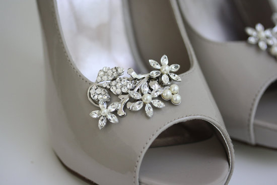 pretty little wedding shoe clips fun affordable bridal accessories 4