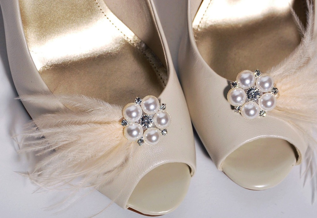 Pretty-little-wedding-shoe-clips-fun-affordable-bridal-accessories-2.full