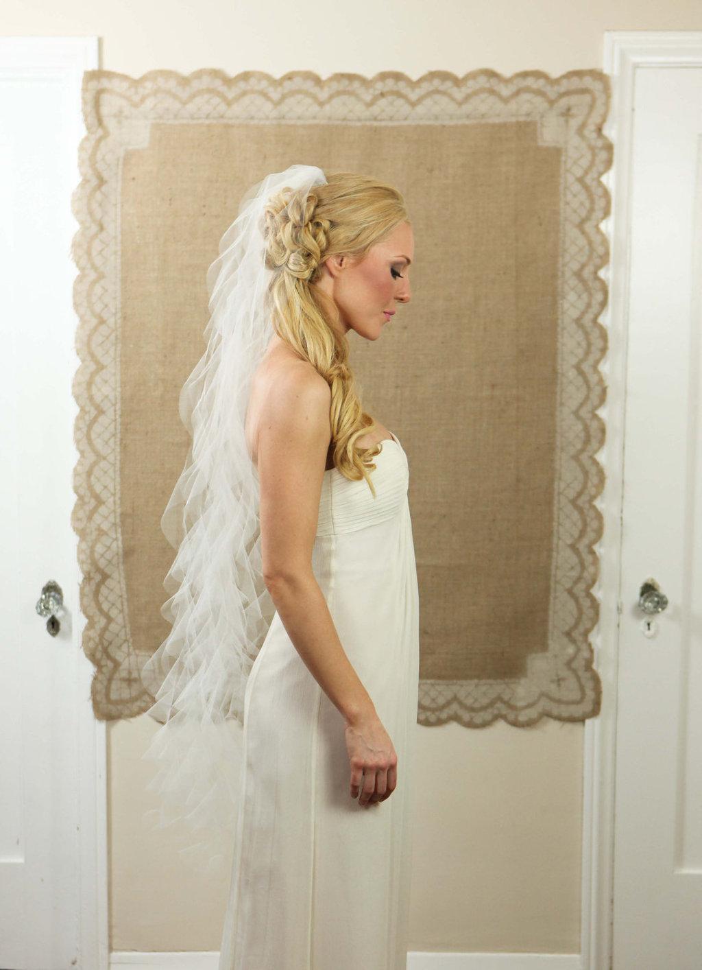 Wedding-hair-accessories-for-romantic-brides-mantilla-veil-1.full