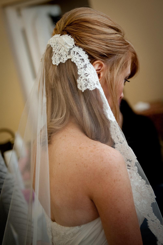 Romantic-bridal-accessories-wedding-hair-headpieces-mantilla-veil-3.full