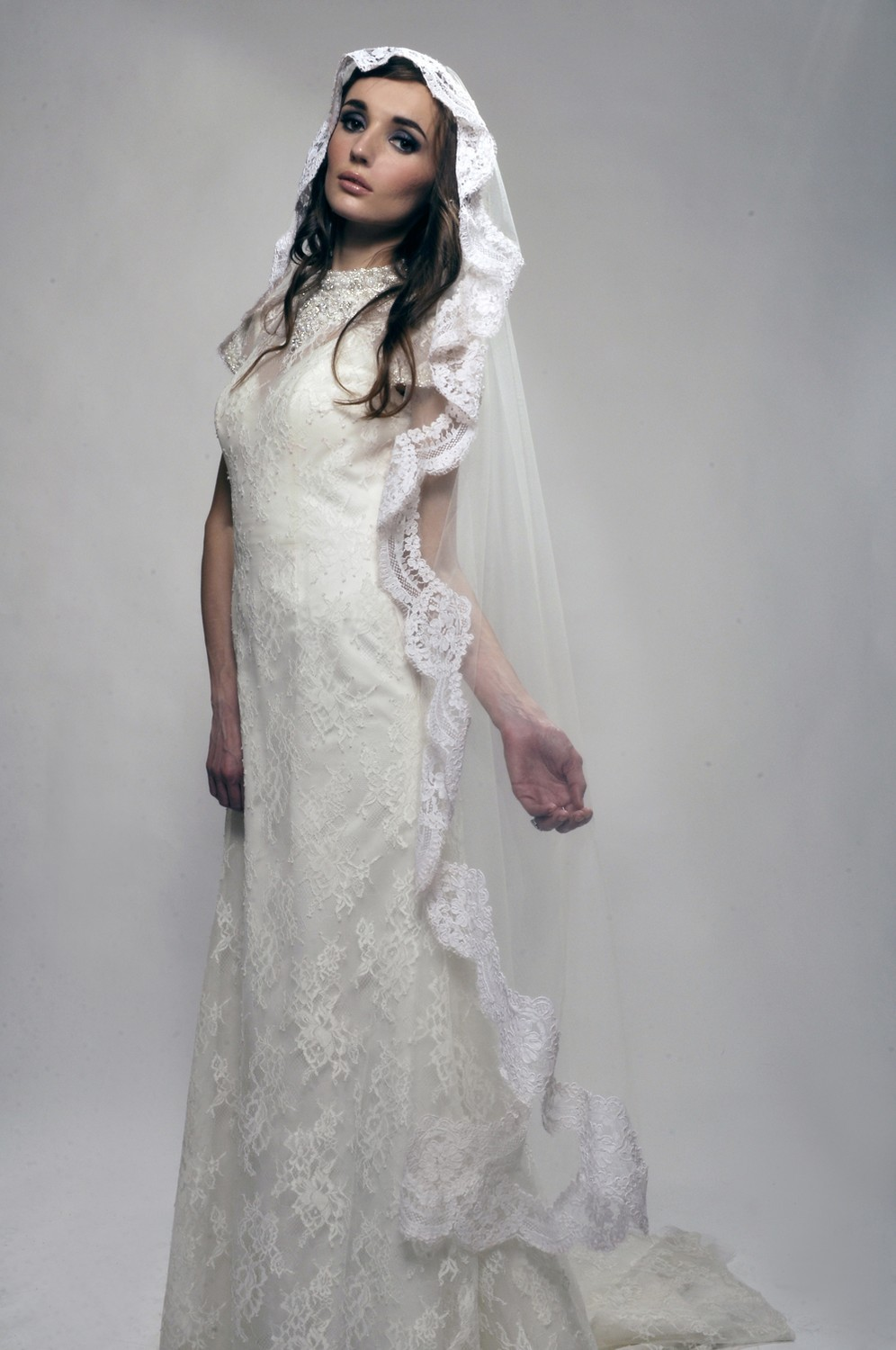 Romantic-wedding-accessories-bridal-head-chic-mantilla-veils-french-net-lace.full