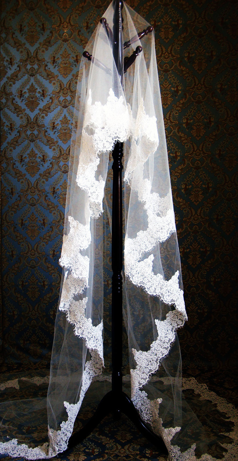 Romantic-wedding-accessories-bridal-head-chic-mantilla-veils-lace-and-tulle.full