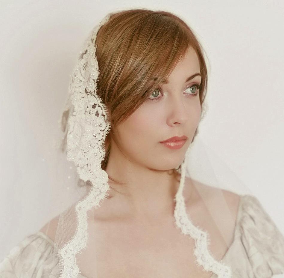 Romantic-wedding-accessories-bridal-head-chic-mantilla-veils-5.full