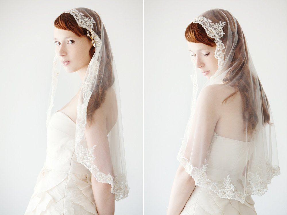 Romantic-wedding-accessories-bridal-head-chic-mantilla-veils-elbow-length-with-lace.full