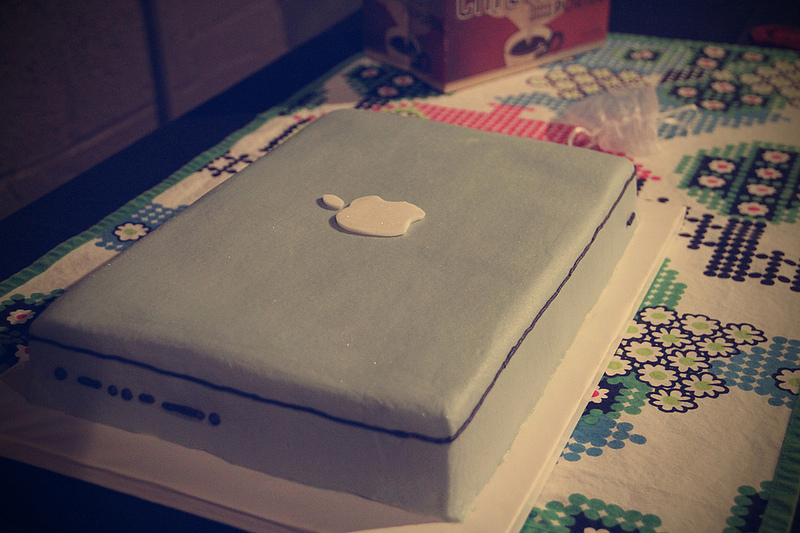 Awesome-grooms-cake-mac-book-pro.full