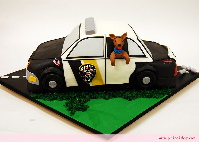 Epic-grooms-cakes-wedding-cake-ideas-for-the-reception-police-car-with-dog.full