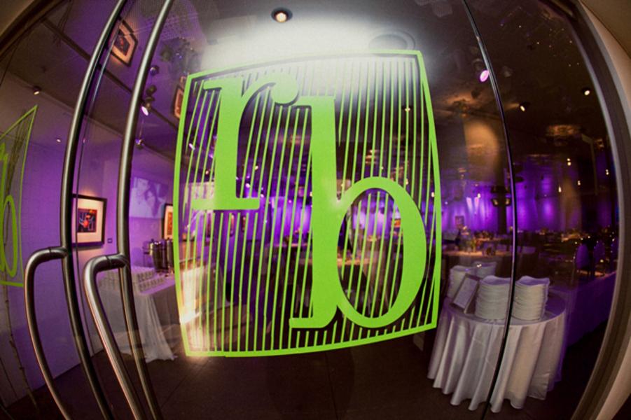 Purple-green-wedding-inspiration-elegant-modern-reception-decor-1.full